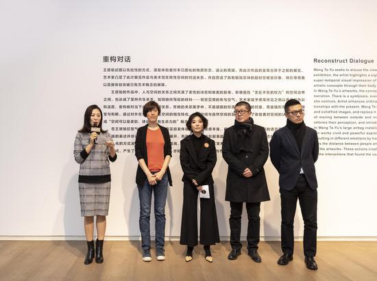 開幕嘉賓發言,從左至右為李丹霓女士、王德瑜女士、王兆坤女士、焦新語先生、王鵬錦博士