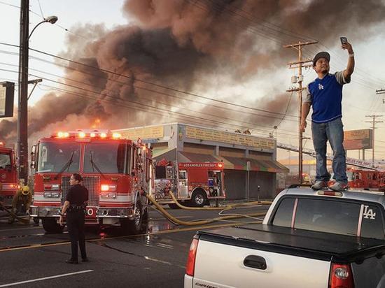 《火灾前的自拍》 摄影师:Poul Lange(美国)