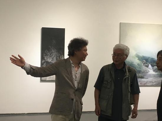 尚辉与萧沛苍在展览现场