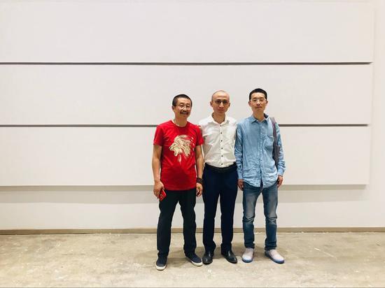 嘉宾合影 左起:艺术家高煜、策展人张长收、策展人张宗希
