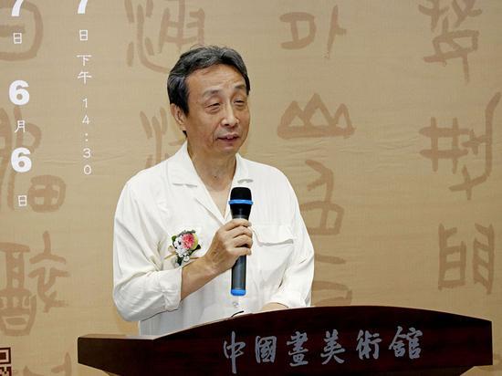 白振奇先生宣读中央文史研究馆书画院院长马新林的贺信