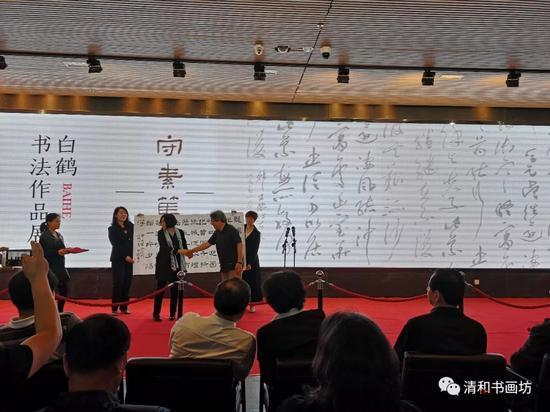 白鹤先生向徐州美术馆捐献作品