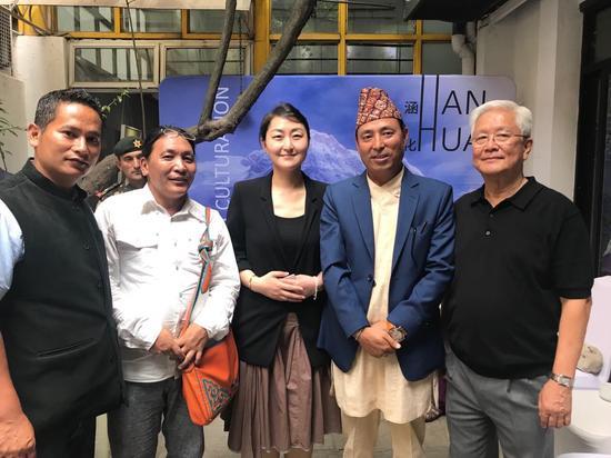 尼泊尔的文化、旅游、民航部长Dhan Bahadur Budha先生和王琳女士等开幕合影
