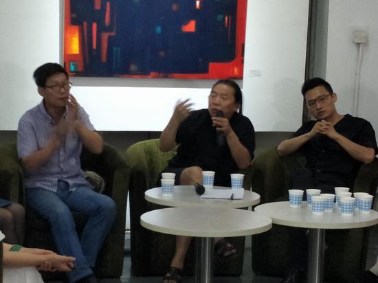中央美术学院实验系教授张国龙发言