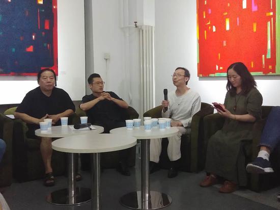著名艺术家杭法基在研讨会上发言鼓励宋庄艺术家大胆向前走,