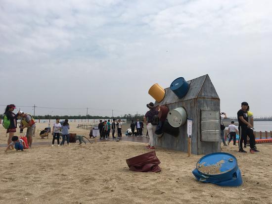 """""""浪潮""""任宏伟滨海沙滩雕塑展在天津鼓浪水镇隆重开幕!"""