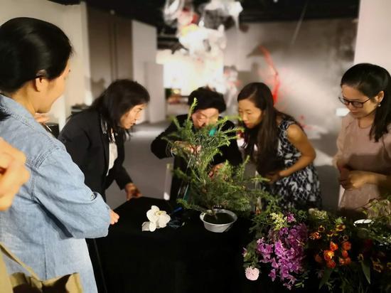 艺术家与花艺爱好者交流