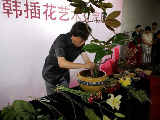 中国艺术家进行现场创作