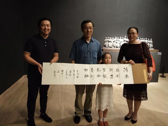 """中国艺术研究院院长连辑为展览题词""""传承与创新并重,观念和艺术相融"""""""