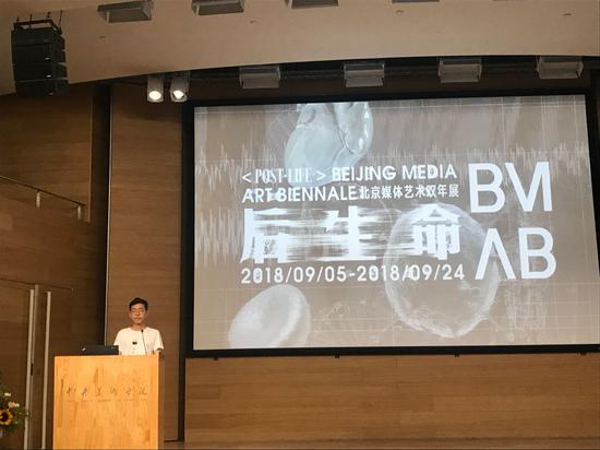 学生艺术家代表苏永健发言