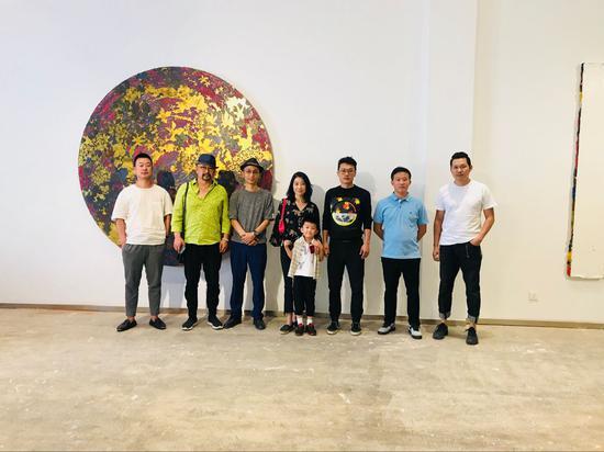 嘉宾合影 左起:冯丽鹏、主玛于江、张长收、凌亚飞、段君、陈尚昌、胡柯