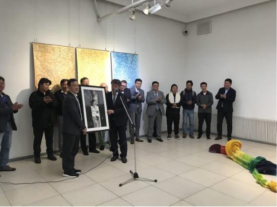蒙古国艺术家联盟主席 TUMURBAATAR.B(图木尔 巴特尔)赠送油画作品
