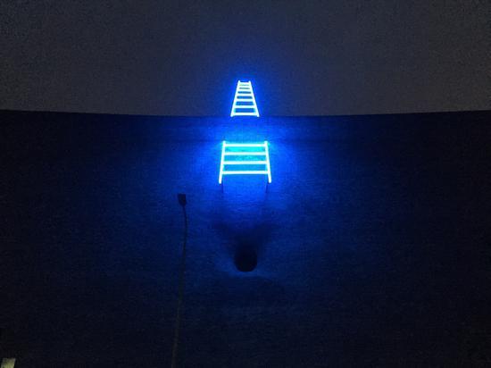 乔治·大卫 《天梯》 霓虹装置 中捷当代美术馆 2018年