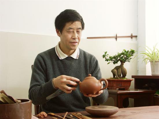 艺术家强德俊