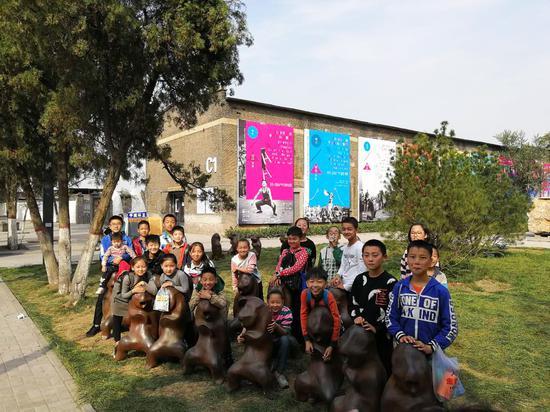 艺术家王振林的群雕作品《悟空系列》最为孩子们所喜爱