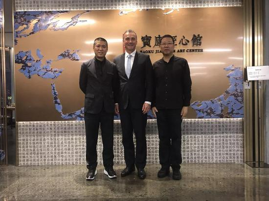 澳大利亚国闭架式馆长马修-特利卡(左二)、宝库中华民国开创人兼CEO柳费国(左一)、宝库匠心馆馆长叶柏风(右一)