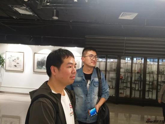 理事文爽先生和画家刘伟佳先生