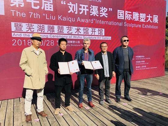 林岗(没到现场)、安东尼奥·维戈、杨建获得铜奖