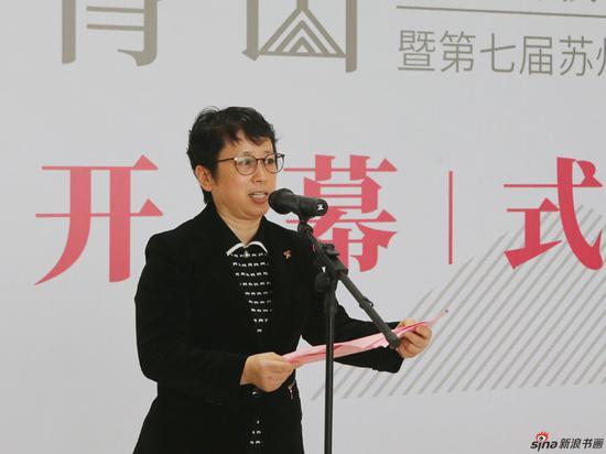 苏州市文联党组书记、副主席陆菁主持开幕式