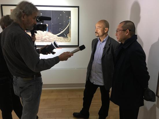 艺术家陈琦接受媒体采访