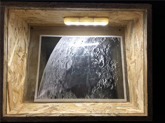 作品《登月》