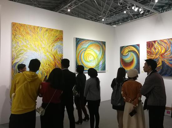 """第22届上海艺博会王冰个展""""凤凰涅槃""""现场"""