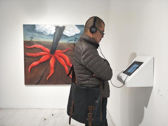 艺术家冯良鸿老师观看动画作品