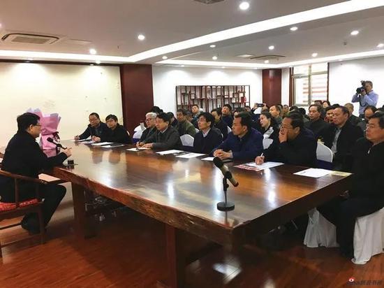 萧平教授为书画爱好者和收藏家作中国书画鉴赏讲座