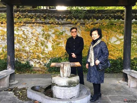 萧平夫妇游览项王故里
