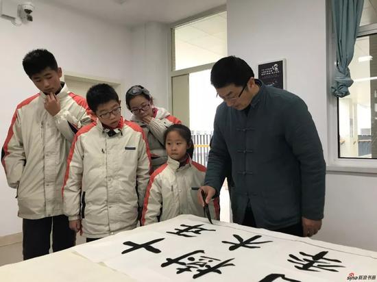 观摩淮安市书画院艺委会副主任庄辉书法创作示范