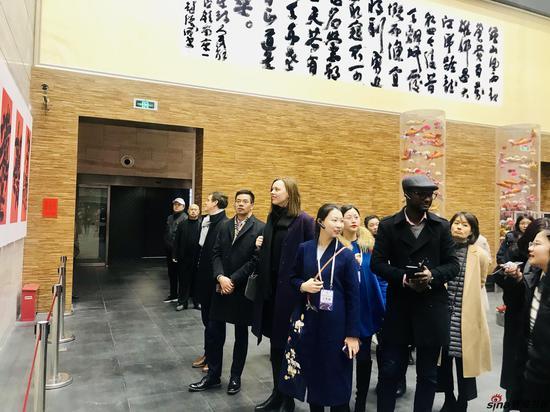 外国领事参观展览