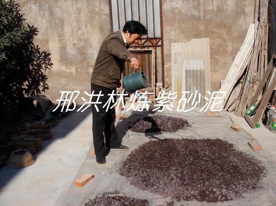 二、经常用水淋矿石,加速矿石的风化