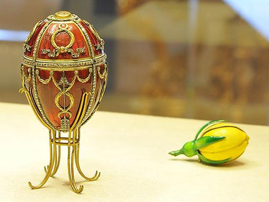 1895 玫瑰彩蛋 高7.4cm,现被俄罗斯富豪维克托。斐克塞伯格收藏