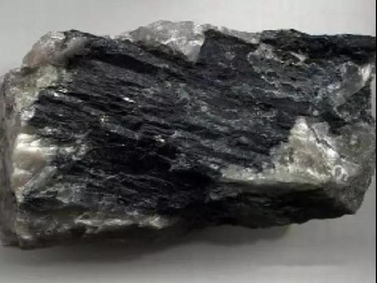 附图(角闪石矿物原石)