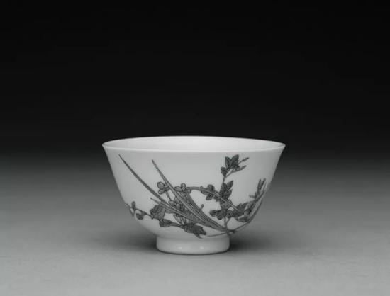 台北故宫博物院藏清乾隆珐琅彩花卉杯