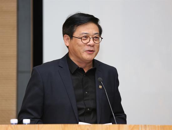 中国美术家协会分党组书记、秘书长徐里