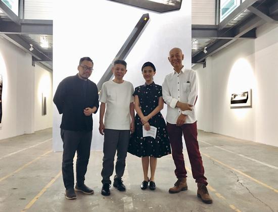 左起:策展人夏可君 艺术家王非 艺米文化艺术总监王敏 学术总监柴中建