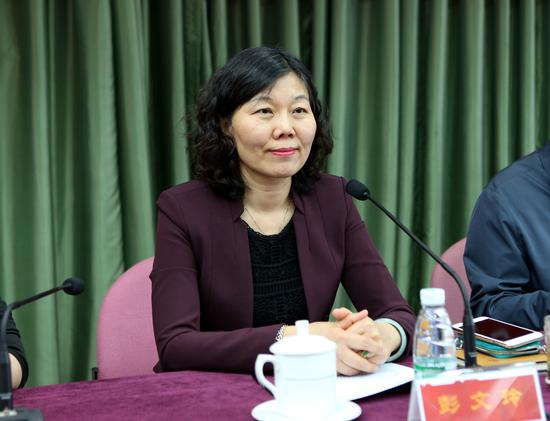 中国摄协分党组成员、副秘书长彭文玲主持新闻发布会