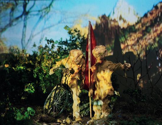 吴小军《秘密花园》装置 90×65cm 1998