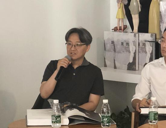 北京画院副院长、北京画院美术馆馆长,吴洪亮