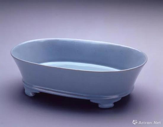 ▲ 汝窑的标志性颜色明明是天青色!