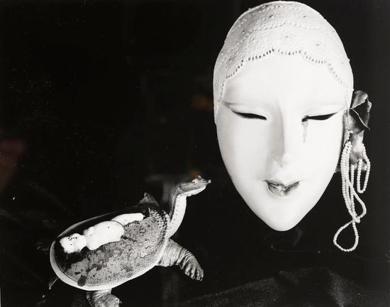 荒木经惟(b.1940)TOMBEAU TOKYO   银盐相片   2016年作