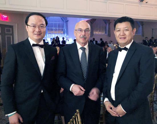 全球希望联合会亚洲区主席、永新华韵文化产业集团主席李永军先生与突尼斯外交部部长合影