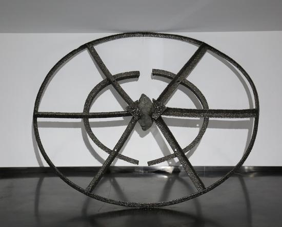 《怀石》磁铁矿石 角铁 不锈钢电焊条 165 x 155 x 40 cm 2018