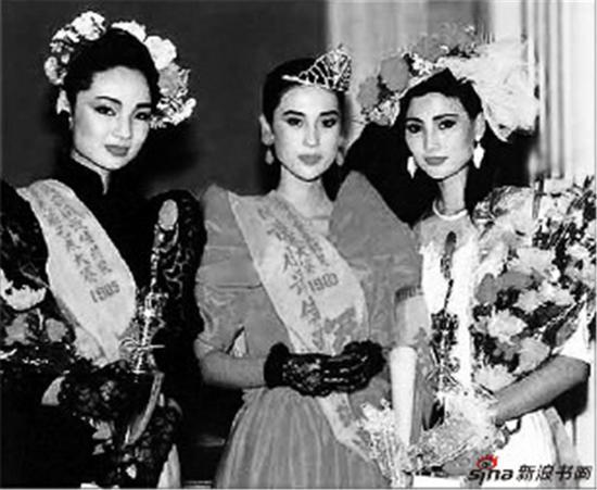 1989年首届新丝路中国模特大赛在广州举行,冠亚季军合影。
