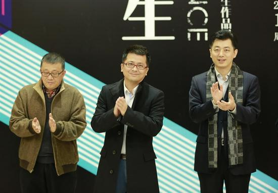 (从左)炎黄艺术馆馆长+崔晓东、艺拍客董事长+朱阳、艺拍客执行...