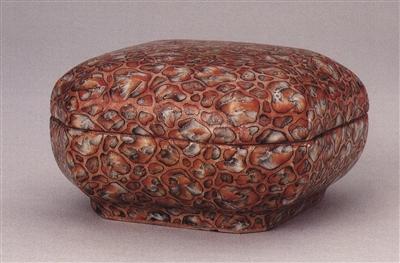 图5-1,民国乾隆款仿斑花石釉印泥盒,高5厘米,故宫博物院收藏