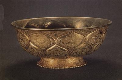 图2,唐代錾金开光瑞兽禽鸟纹碗金碗
