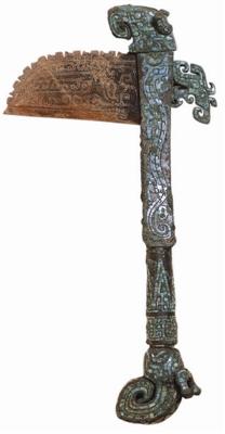 图2、商代晚期镶嵌龙纹铜铋玉戈,传河南安阳出土,美国弗利尔美术馆藏_b