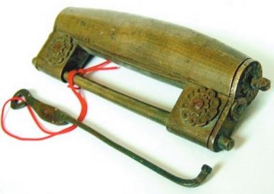 清代铜质元宝锁